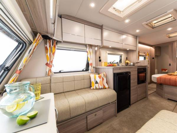 20.Images-Caravans-Swift-40.Challenger-Sport-INT-Challenger-Sport-514-interior-front-to-rear-RGB