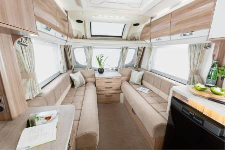 20.Images-Caravans-Swift-20.Conqueror-INT-Conqueror-480-interior-front-lounge-RGB