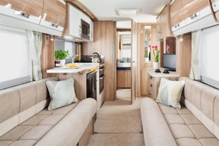 20.Images-Caravans-Swift-20.Conqueror-INT-Conqueror-480-interior-front-to-rear-RGB